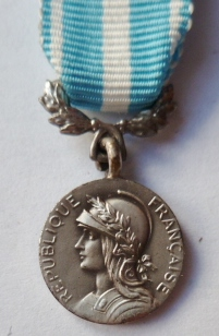 Miniature MEDAILLE D'OUTRE MER France French mini medal